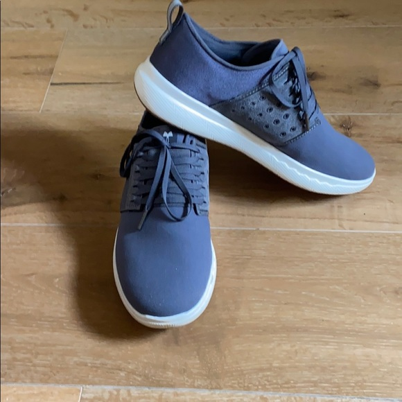 Men's Under Armour 10.5 gray casual sneakers